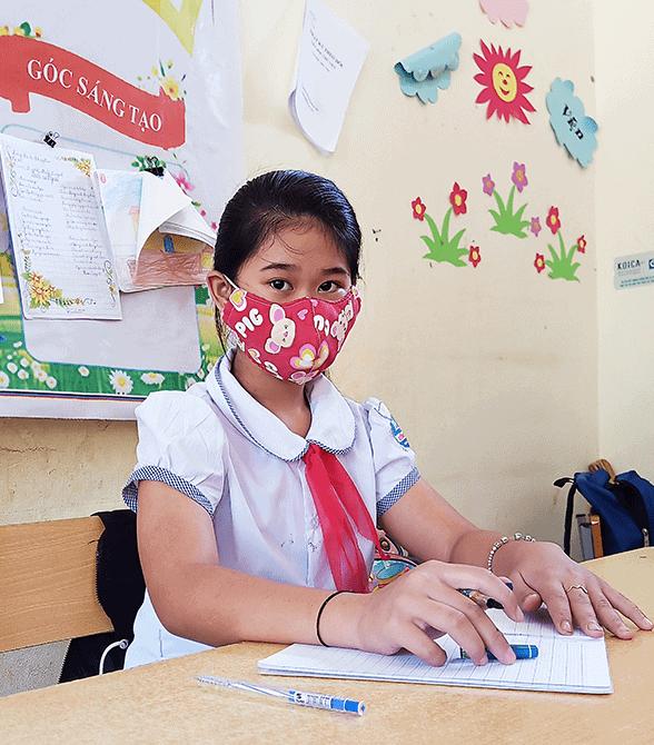 Sponsored Girl Ha Vy In School