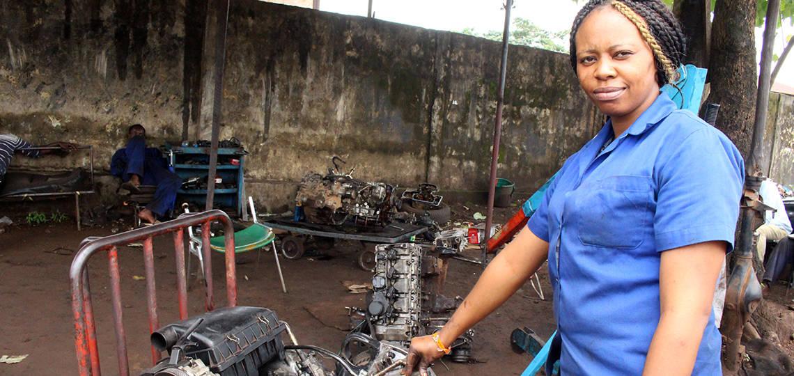 N'Mahawa, female mechanic