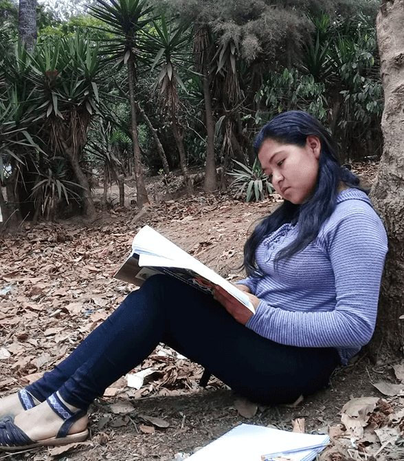 Sponsored Girl In Guatemala Amelia Reading